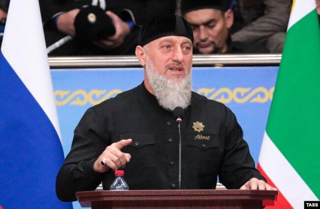 """Адам Делимханов выступает на """"Всемирном съезде народов Чечни"""""""