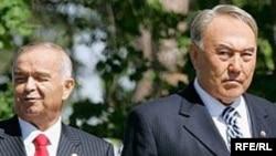 Қазақстан президенті Нұрсұлтан Назарбаев (оң жақта) пен Өзбекстан президенті Ислам Кәрімов.