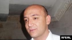"""""""Faraj"""" bosh muharriri Xurshed Atoulloyev gazetaning oxirgi soni chiqmaganida rasmiylar qo'li borligini aytmoqda."""