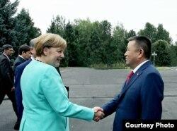 Кыргызстандын Жогорку Кеңешинин спикери Ч.Турсунбеков менен Германиянын канцлери А.Меркель. 2016.