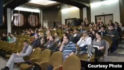 Архивска фотографија: Јавна дискусија за формирање на Национален младински совет.