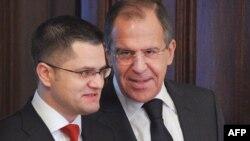 Sergei Lavrov dhe Vuk Jeremiq gjatë takimit të tyre në Moskë