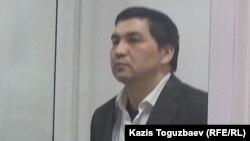 Блогер Ермек Тайшыбеков сотта тұр. Қордай, Жамбыл облысы, 11 желтоқсан 2015 жыл.