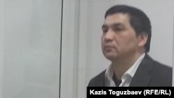 Ермек Тайшыбеков сот залында тұр. Қордай, 11 желтоқсан 2015 жыл.