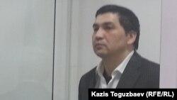 Блогер Ермек Тайчибеков в зале Кордайского районного суда Жамбылской области во время оглашения приговора по его делу. Поселок Кордай Жамбылской области, 11 декабря 2015 года.