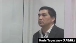 Блогер Ермек Тайшыбеков сот залында тұр. Қордай, 11 желтоқсан 2015 жыл.