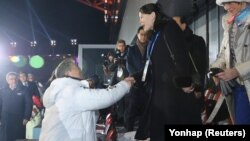 Ким Чен Ынның сеңлесе һәм Мун Чжэ Ин Олимпиада ачылышы тантанасында