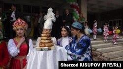 Визит узбекской делегации в Ош, 26 октября 2016 года.