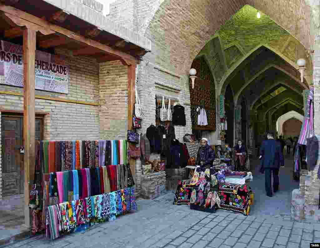 Street vendors in Bukhara