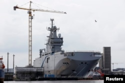 «Містраль» побудований для Росії під назвою «Владивосток», Сен-Назер, 25 квітня 2014 року