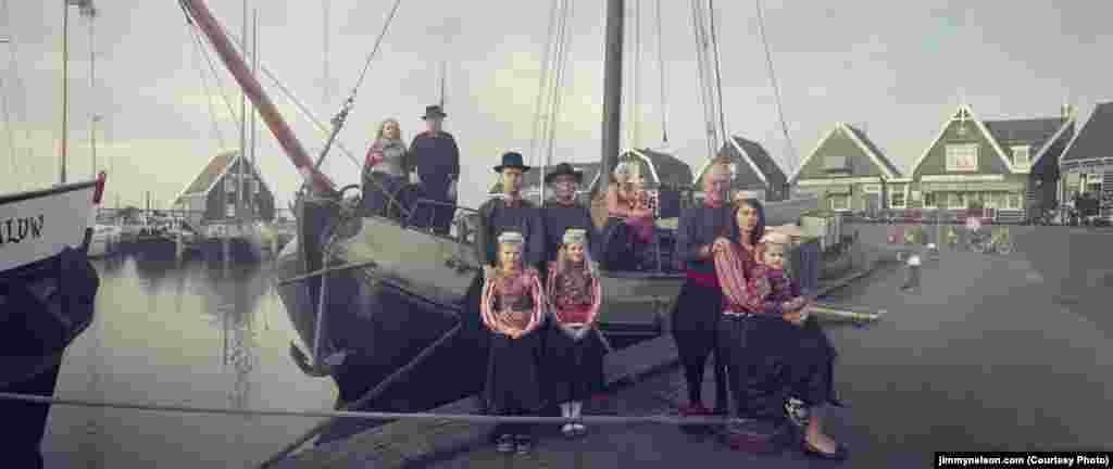 Це було традиційне нідерландське село аж до різкого і швидкого підвищення рівня моря у XII–XIII століттях, що відокремило його від материкової частини. Через таку ізоляцію острова там, серед його кількох сотень мешканців, розвивалася своєрідна культура, яка практично не зазнавала стороннього впливу, склався свій діалект, звичаї, одяг. Архітектура Маркена також відрізняється своєрідністю: через часті повені будинки на острові будувалися на палях і насипах. Основним джерелом доходу для острова протягом довгого часу було рибальство