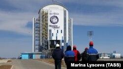 """Ракета-носитель """"Союз-2.1а"""" на космодроме Восточный"""