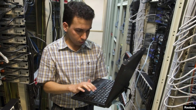 A computer engineer checks equipment at an Internet service provider in Tehran. (file photo)