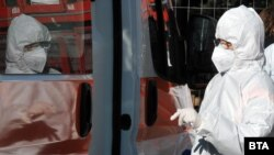 COVID-virus-ambulance-health-worker-mask-ER-Bulgaria