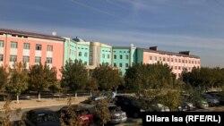 Здание средней школы № 87 в Шымкенте.