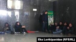 Сегодня в офисе компании началась голодовка, в которой участвуют около 12 человек