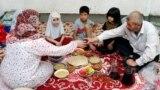 Азия: ифтар без гостей и экономия на медиках в Казахстане