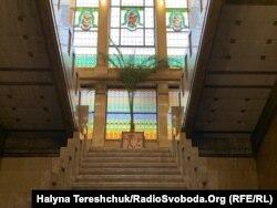 Вітраж в будинку львівської прокуратури