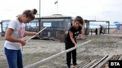 В Бургас собствениците на заведения вече се подготвят да започнат работа. От 6 май работата на заведенията, които имат маси на открити пространства, ще могат да подновят дейност, спазвайки мерки за безопасност