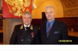 Лоренц Хааг (справа) с консулом РФ в Лейпциге Вячеславом Логутовым