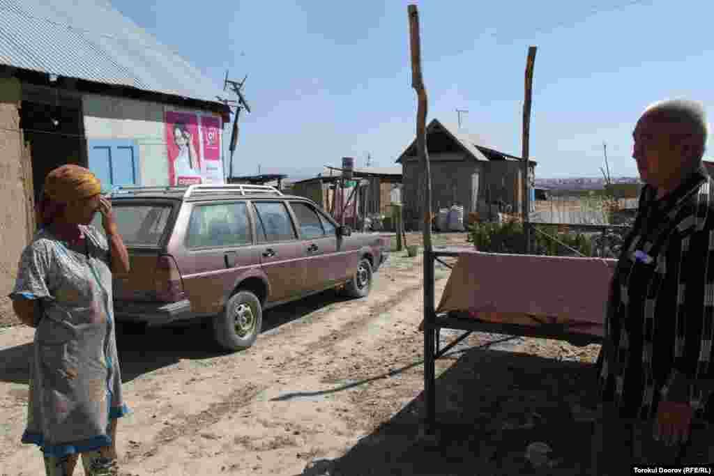 Захваченные земли на окраине Бишкека - место свалки городского мусора.