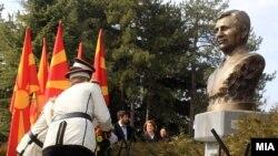 Архивска фотографија - Спомен обележјето на гробот на претседателот Борис Трајковски во Бутел