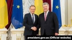 Եվրոպական խորհրդի ղեկավար Դոնալդ Տուսկն ու Ուկրաինայի նախագահ Պետրո Պորոշենկոն Կիևում, 18-ը փետրվարի, 2019թ.