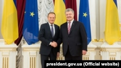Donald Tusk ve Petro Poroşenko, arhiv fotoresimi