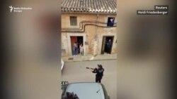 Policija s gitarom u ruci obradovala Špance