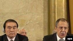 لی بائودونگ(چپ) سفیر چین در سازمان ملل در کنار سرگئی لاوروف (راست) وزیر خارجه روسیه