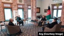 دیدرا محمداشرف غنی با شماری از رهبران سیاسی شورای عالی مصالحه ملی.