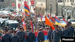 Armenia -- Thousands of opposition supporters demonstrate in Yerevan, 1 March 2010.