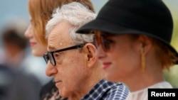 Rejissor Woody Allen və Emma Stone Kann film festivalında.