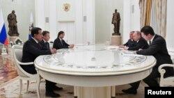 """Участники сделки по приватизации """"Роснефти"""" на встрече с Владимиром Путиным, 25 января"""