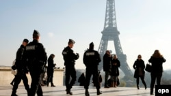 Париж полицейлері. Франция, 23 қараша 2015 жыл.