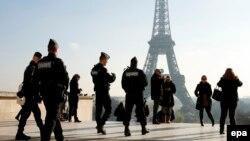 Патруль французьких силовиків у Парижі після нападів листопада 2015 року, архівне фото