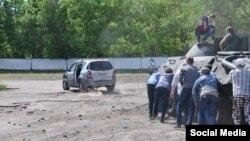 Русия яклы сепаратистлар БТРны этеп кабызырга тырыша