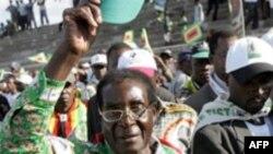 رابرت موگابه ۸۴ ساله سعی می کند تا برای ششمين بار به عنوان رياست جمهوری زيمبابوه انتخاب شود.( عکس: AFP)