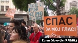 Transparenti sa protesta opozicije u Beogradu, 30. april 2016.