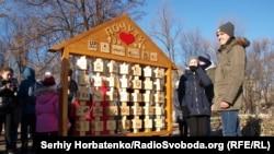 Алфавит жестового языка в Славянске