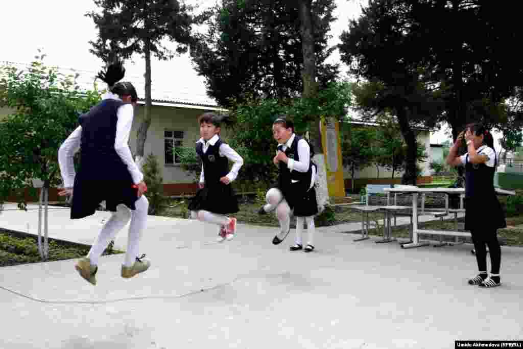 Школьный двор на улице Кипчак.