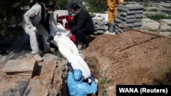 ایران دیروز از مرگ ۲۰۷۷ تن از اثر بیماری کووید ۱۹ که ناشی از ویروس کرونا میباشد خبر داد.