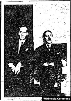 """В октябре 1955 года резидентура ЦРУ в Каракасе получило от своего источника фотографию, изображающего бывшего эсэсовца Филлипа Ситроена с человеком, похожим на Гитлера. По словам Ситроена, он неоднократно встречался с Гитлером в Колумбии, но в январе 1955 года Гитлер переехал в Аргентину. На обороте фотографии надпись: """"Адольф Шриттельмайор. Тунха, Колумбия, 1954"""". Как гласит документ, ни источник, ни резидентура ЦРУ не в состоянии проверить эту информацию."""