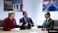 Angela Merkel (majtas), David Cameron (në mes) dhe Francois Hollande gjatë jjë takimi të mëparshëm
