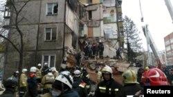 Pamje nga intervenimi i zjarrfikësve pas eksplodimit të sotëm në qytetin rus Jaroslavl