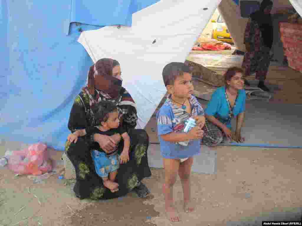 Дети с мамой в Мосуле