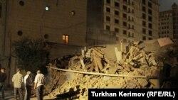 «Խաղաղության եւ ժողովրդավարության ինստիտուտի» քանդված շենքը Բաքվում, 11-ը օգոստոսի, 2011թ.
