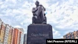 Памятник Садри Максуди (татарский и турецкий государственный и общественно-политический деятель) в Казани