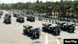 Arxiv foto. Bakıda hərbi parad. 26 iyun 2011-ci il.