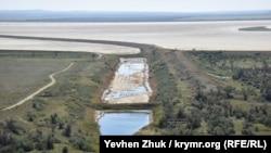 Соленое Акташское водохранилище и каналы почти полностью пересохли